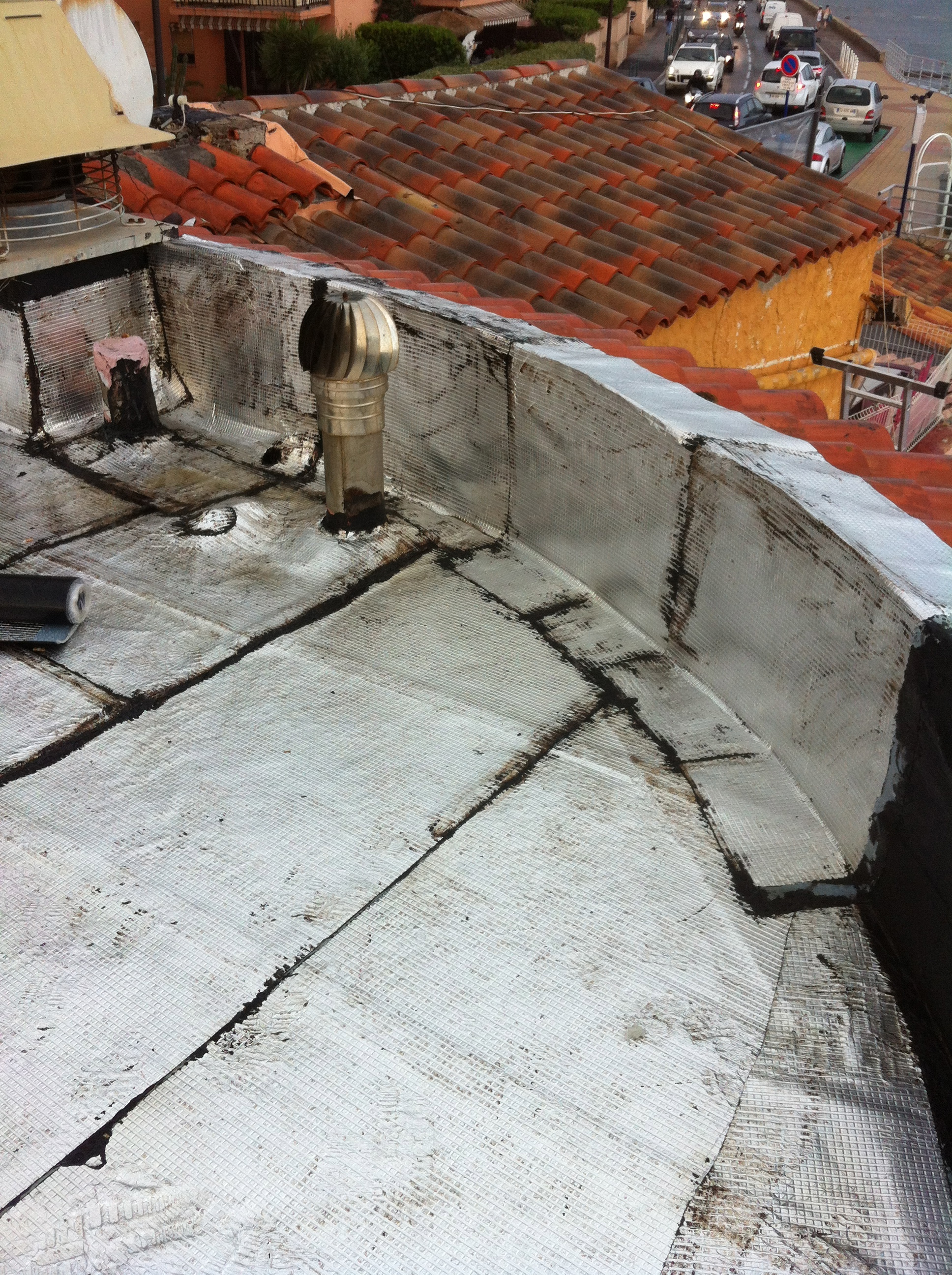tanch it d une toiture par rouleaux bitumeux alumin s. Black Bedroom Furniture Sets. Home Design Ideas