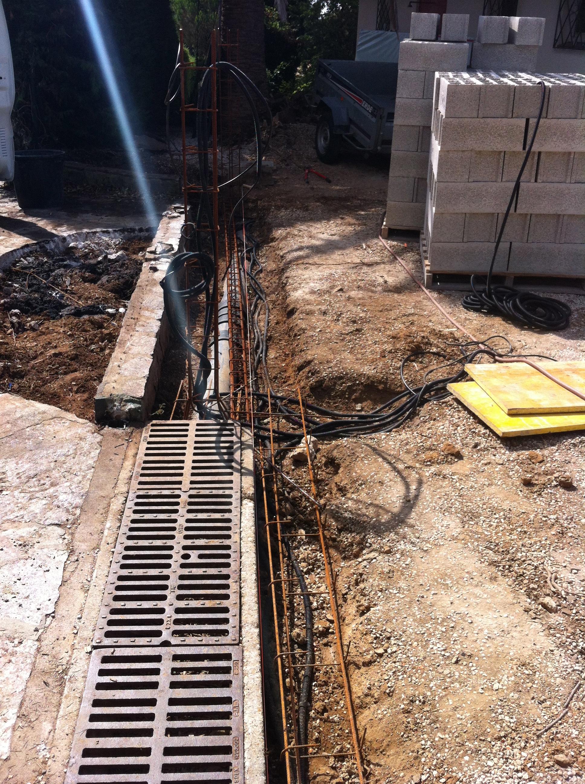 Construction portail coulissant r novation entr e de for Petit portail en fer