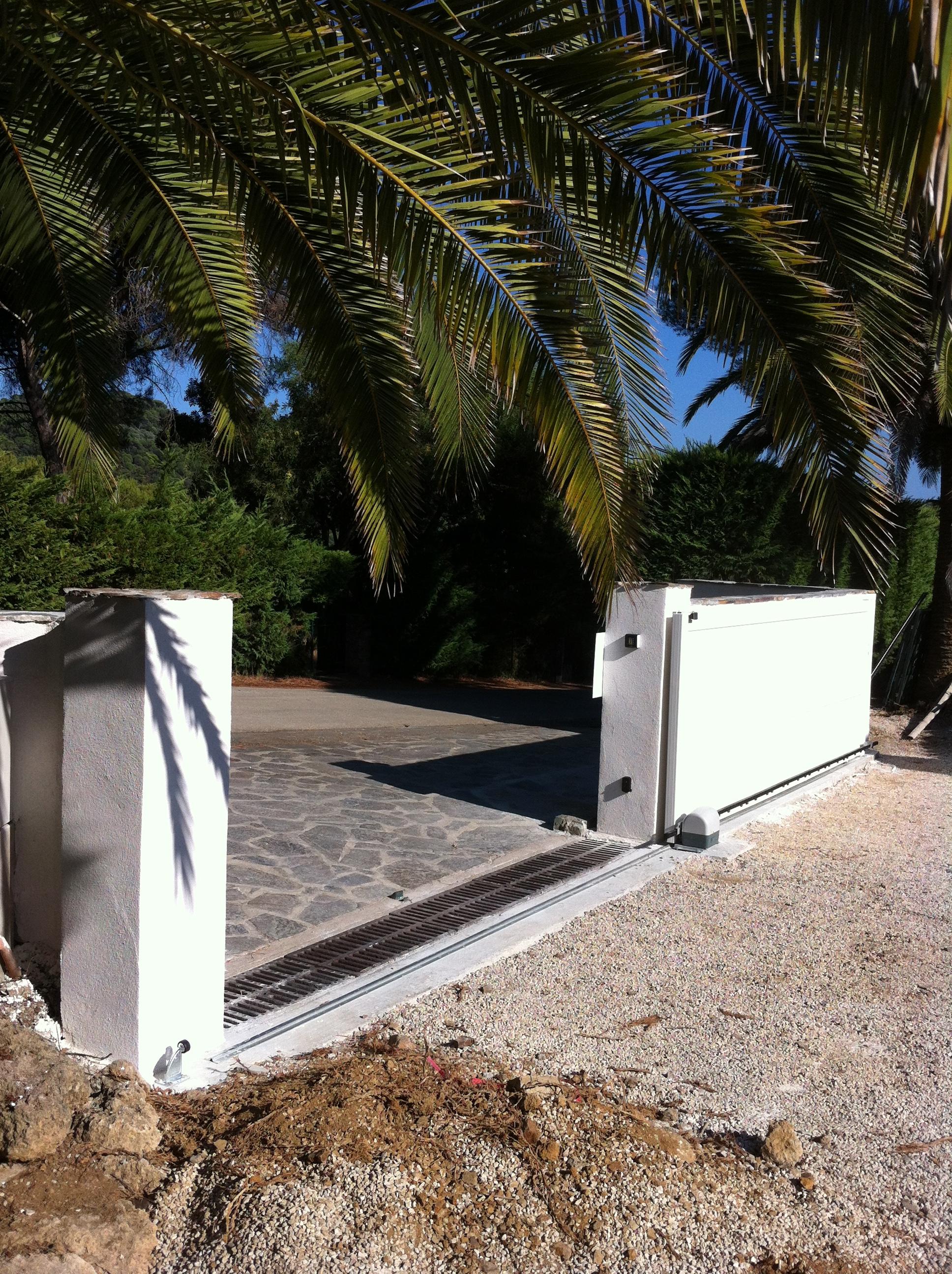 Construction portail coulissant r novation entr e de villa dream house - Fonctionnement d un portail electrique ...